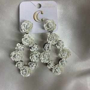 NEW‼️Charming Charlie white rose earrings